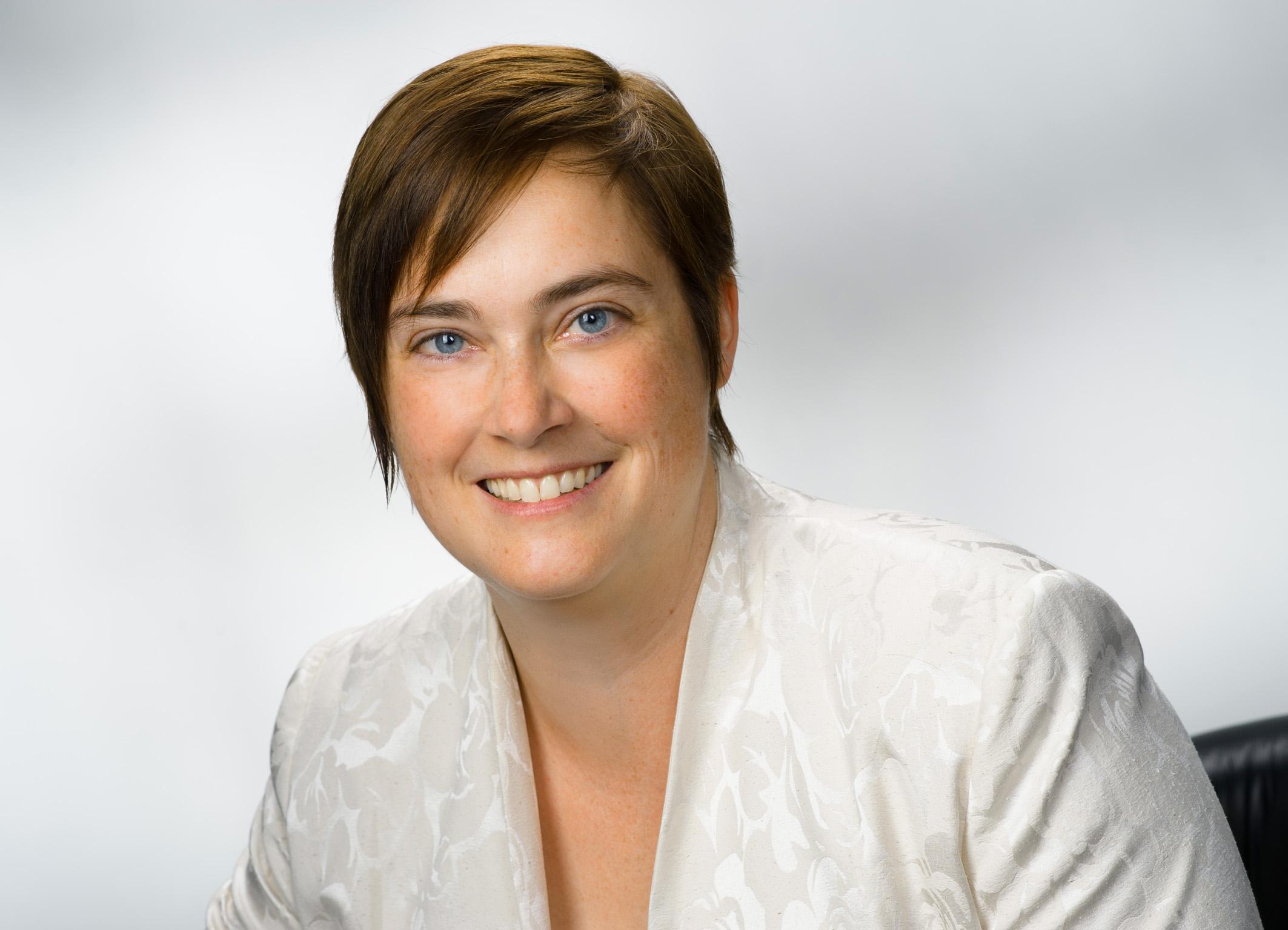 Dr Bente Knoll